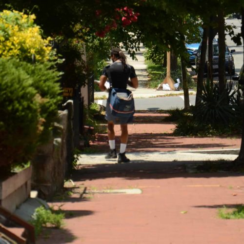 Extreme heat doesn't stop the mail — even at the cost of postal workers' health – Center for Public Integrity