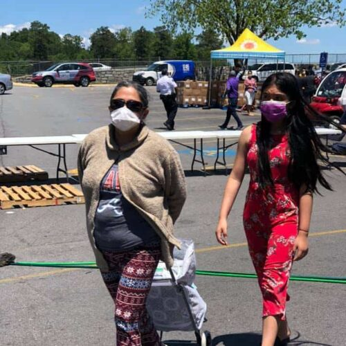 Latinas attend food drive
